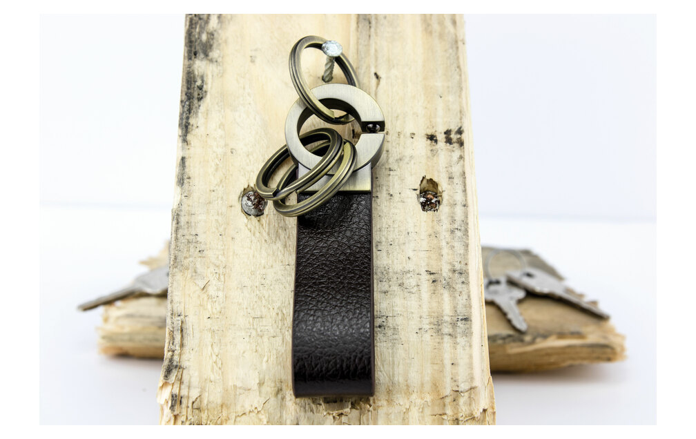 Troika Key-Click Leather Valet Keychain with Innovative Click Mechanism Brown/Antique Gold