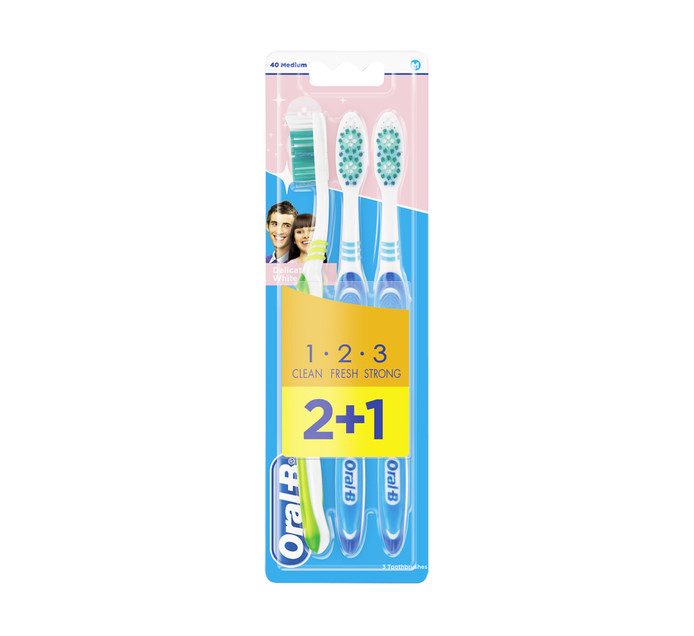 Oral B 123 Delicate White Toothbrushes 40 Medium (1 x 3's)